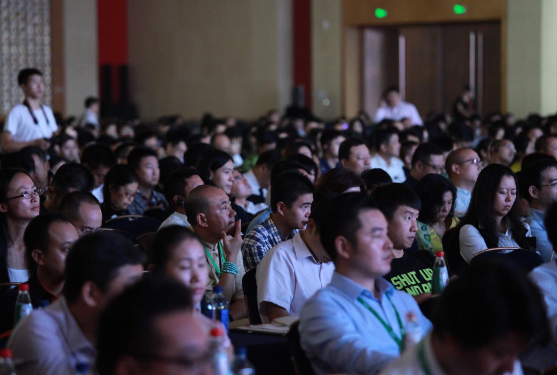 9月9日上午,主题为新物种降临的2016年正和岛全球创新大集在重庆悦来国际会议中心拉开帷幕。为期两天的活动中, 5000余位来自世界各地的企业家、创业者以及投资人汇聚一堂,从创新的视角,就人工智能的创新应用等话题展开思想交锋和观点碰 SWM斯威汽车X7作为此次指定嘉宾接待用车,与各界大咖一起见证新物种降临-2016正和岛全球创新大集全过程,共同嗨了一把。    (SWM斯威汽车X7) 正和岛是中国商界高端人脉与网络社交平台,目前在全国有5000余名亿级企业家会员。正和岛创新大集,是基于互联网的创